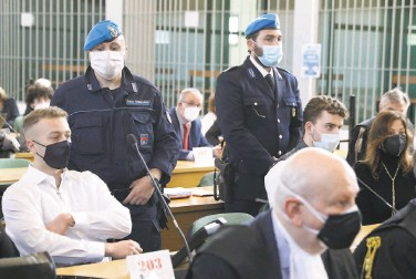 ?? Gregorio Borgia / Associated Press ?? Finnegan Lee Elder (left) and codefendant Gabriel NataleHjorth (right) sit before a Rome jury that found them guilty in the slaying of an Italian plainclothes police officer in 2019 in Rome.