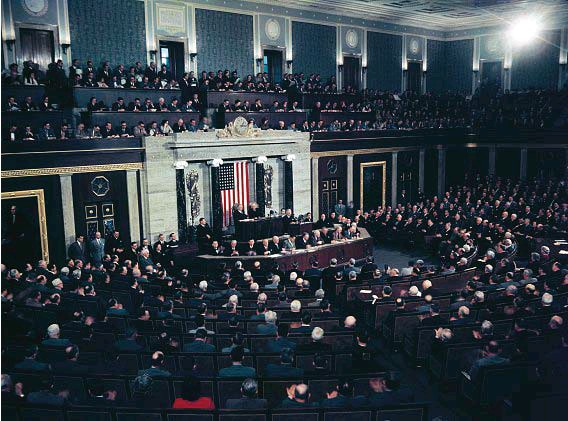 ??  ?? 1951, Il presidente Usa Harry Truman pronuncia il suo discorso sullo Stato dell'Unione davanti al Congresso