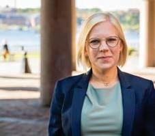 ?? FOTO: HENRIK JUHLIN ?? ROLIGARE STAD. Karin Ernlund (C) tycker att det är bra att unga rör sig runt i Stockholm.