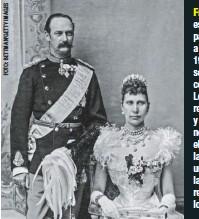 ??  ?? Harald V de Noruega y su hijo Haakon descienden de Frederick a través de su hijo Carl, elegido rey de Noruega cuando este país se separó de Suecia en 1905. esperó 42 años para suceder a su padre en 1906 y solo reinó seis. Se casó con la princesa Louise, hija del rey de Suecia, y aunque ella no se ganó el cariño de la familia, la unión apaciguó las tensas relaciones entre los dos países.