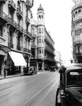 ??  ?? No es París. Es la esquina de Córdoba y Corrientes.