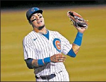 ?? ARMANDO L. SANCHEZ/CHICAGO TRIBUNE ?? Cubs shortstop Javier Baez catches a ball during the ninth inning of a game against the Cardinals at Wrigley Field.