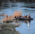 ?? PHOTOS BY CAROLYN COLE/TNS ?? Migrants are smuggled across the Rio Grande River on their way to seek asylum in the United States on March 26 in Roma, Texas.
