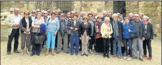 ??  ?? Les retraités du BTP devant l'abbaye de Fontfroide