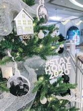 ??  ?? A sneak peek at the Westhills tree for the Fes­ti­val of Trees at the Bay Cen­tre. Vote for your favourite tree and do­nate to the BC Chil­dren's Hospi­tal Foun­da­tion.