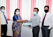 ??  ?? Ruwan Gamage, Marketing Manager of Dell Technologies exchanges agreements with Dharshani Lahandapura, Chairperson of MEPA in the presence of A.J.M. Gunasekara, Deputy General Manager of MEPA and Dr. P.B. Terney Pradeep Kumara, General Manager of MEPA