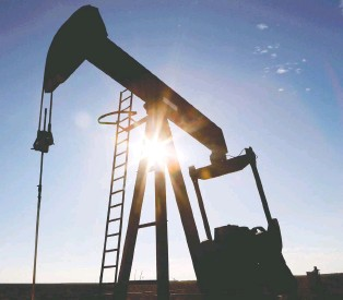 ?? ANGUS MORDANT/REUTERS FILES ?? Some investors believe specialist funds will remain in the volatile oilpatch but the generalists are exiting it and seeing greater opportunity in fast-growth and low-carbon businesses favoured by those who prioritize environmental, social and governance investing.