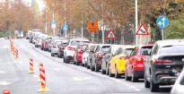 ??  ?? LONG QUEUE — A long queue of cars waiting for drive-in COVID19 tests is seen near the Andrija Stampar Teaching Institute of Public Health in Zagreb, Croatia, Oct. 18, 2020. (Luka Stanzl/ Pixsell via Xinhua)