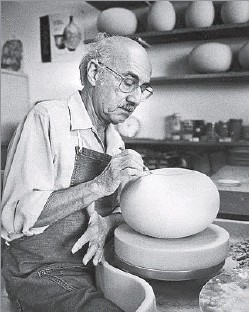 """?? Cassy Cohen/Los Angeles Times ?? Harrison McIntosh, internationally known ceramic artist from Claremont, has died. He was 101. In the 1950s, when Southern California's """"revolution in clay"""" catapulted ceramics from hidebound utilitarian ware to wildly expres-"""