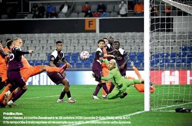 ??  ?? Prédilection. Keylor Navas, ici contre Basaksehir le 28 octobre 2020 (succès 2-0 du PSG), aime la C1. Il l'a remportée à trois reprises et ne compte que 14,81 % de défaites dans cette épreuve.