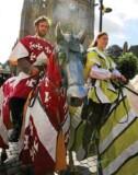 ??  ?? Les chevaux ont ouvert la marche du défilé. Le public était déjà nombreux en ce samedi matin, 28 juillet, pour le lancement de la nouvelle édition des Médiévales, l'animation phare de cet été hennebontais 2018. Comme le veut la tradition, tout a...