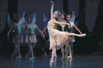 "?? ERIK TOMASSON — SAN FRANCISCO BALLET ?? Sasha De Sola performs in S.F. Ballet's 2020 production of George Balanchine's ""A Midsummer Night's Dream."""