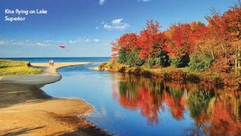 ??  ?? Kite flying on Lake Superior