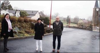 ??  ?? Magali Normand maire déléguée, Marie-pierre Fauvel maire et Maurice Leplatois, 1er adjoint sur ce chantier de plus d'un an de travaux.
