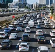 """??  ?? ישראל מקום אחרון בצפיפות רכבים לק""""מ כביש. איילון"""