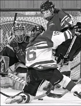 ?? WAYNE CUDDINGTON, THE OTTAWA CITIZEN ?? Sacred Heart's Myfanwy Thomson (16) and Kayla Schaefer look for the puck in front of goalie Marianna Bannon during Bishop Tonnos's 2-1 victory in the bronze-medal game.