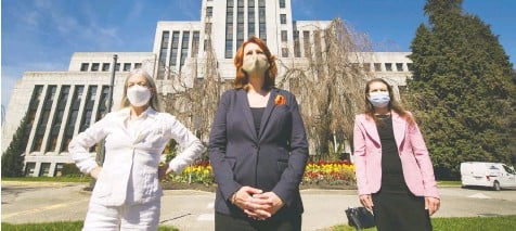 ?? ARLEN REDEKOP ?? NPA councillors Colleen Hardwick, left, Sarah Kirby-Yung and Lisa Dominato stand in front of Vancouver City Hall on Wednesday. The councillors have quit the NPA over what they called `Old Boys club' tactics.