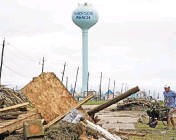 ?? DAVID J. PHILLIP AP ?? Billy Tran cleans up storm debris from Hurricane Nicholas on Tuesday in Surfside Beach, Texas.