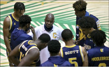 ?? GASTON DE CARDENAS — THE ASSOCIATED PRESS ?? Bryan Spencer, center, coach of the Carver College, talks with his team before Monday's game with Florida International.