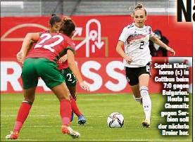 ?? ?? Sophia Kleinherne (r.) in Cottbus beim 7:0 gegen Bulgarien. Heute in Chemnitz gegen Serbien soll der nächste Dreier her.