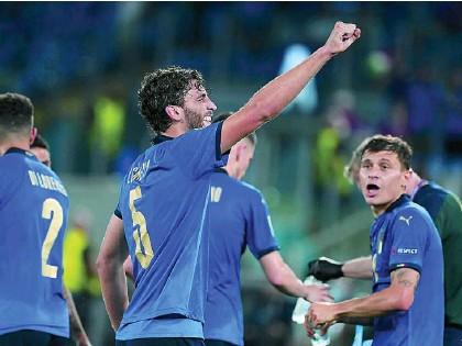 ?? AP ?? Locatelli celebra uno de los dos goles que le marcó a Suiza