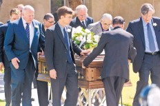 ?? MARLA BROSE/JOURNAL ?? Pallbearers walk the casket of former U.S. Sen. Pete Domenici to a hearse after a funeral Mass at Our Lady of Fatima Church on Saturday.