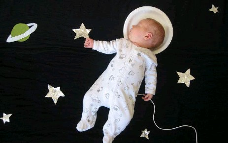 ?? ADELE ENERSEN ?? Baby Mila dreams of being an astronaut from Adele Enerson's book When My Baby Dreams.