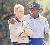 ?? MARCY NIGHSWANDER/AP 1993 ?? Then-President Bill Clinton, left, and Vernon Jordan on the course at the Farm Neck Golf Club in Oak Bluffs, Massachusetts.