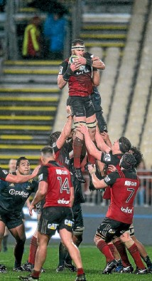 ?? PHOTO: PHOTOSPORT ?? No 8 Kieran Read was a dominant figure in the Crusaders' 17-0 win over the Highlanders in the Super Rugby quarterfinal in Christchurch on Saturday night.
