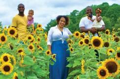 ??  ?? Moss Adams' Shaunté Kinch (center), with Amari, 20, Crisette, infant, Naomi, 2, and husband, Antoine.