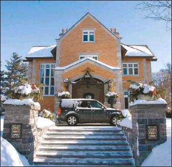 ?? CHRIS MIKULA, THE OTTAWA CITIZEN ?? The traditiona­lly-styled Rockcliffe Park home of Sean Murray and Jamilah Taib, below, has impressed their well-heeled neighbours and earned a $9,609,000 assessment from the Municipal Property Assessment Corp.