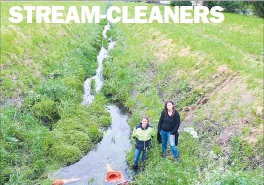 ??  ?? Karen Iversen and Siobhan Karaitiana are calling for help to clear rubbish out of Te Kawau Stream on November 19.