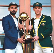 ?? AFP ?? Indian captain Virat Kohli (left) and his Australian counterpart Tim Paine with the Border Gavaskar Trophy ahead of the first Test at Adelaide Oval.