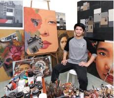 ??  ?? CREATOR OF CHAOS Jaime Gubaton in his art studio