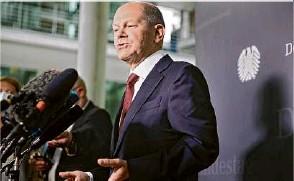 ?? Foto: Carsten Koall/dpa ?? Bundesfinanzminister Olaf Scholz kam doch persönlich zur Sondersitzung des Finanzausschusses des Bundestags.