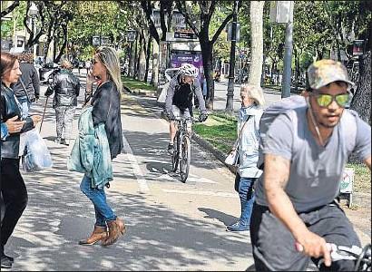 ?? ÀLEX GARCIA ?? Cruce entre la avenida Diagonal y la calle Còrsega, donde confluyen varios carriles bici