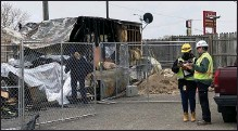 ?? MITCH HOTTS — THE MACOMB DAILY ?? Consumers Energy personnel were at the fire scene on Tuesday confirming the fire at Leslie's Mobile Home Village was not the result of a natural gas leak.