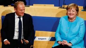 ??  ?? Donald Tusk y Angela Merkel en la Fundación Konrad Adenauer.