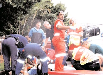 ?? Pictures: NETCARE 911 ?? Paramedics attempt to save the life of 57-year-old Horst Dieter Zerna, the man who fought a gun battle with hijackers in Pinetown on Thursday, killing one of his alleged assailants, left, and wounding another. Zerna died in hospital a few hours later.