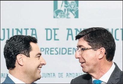 ?? RAÚL CARO / EFE ?? El presidente andaluz, Juanma Moreno (PP), y el vicepresidente, Juan Marín (Cs), el pasado martes