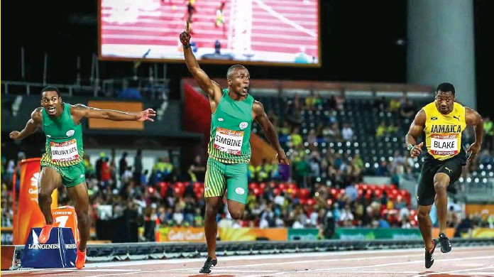 ??  ?? South Africa's Akani Simbine wins the men's 100m final ahead of compatriot Henricho Bruintjies, left, and Jamaica's Yohan Blake