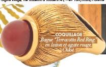 "??  ?? COQUILLAGE Bague ""Terracotta Red Ring"" en laiton et agate rouge, Chloé."