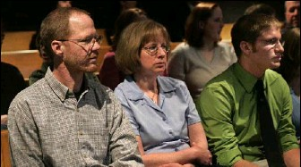 ?? BY REX LARSEN — GRAND RAPIDS PRESS VIA ASSOCIATED PRESS ?? Laura Dickinson's family — father Robert, mother Deb and brother Kevin — attends a hearing in her murder case.