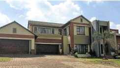 ??  ?? This handsome seven-bedroomdouble-storey home in Aqua Vista Mountain Estate goes on auction next week.