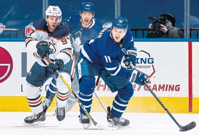 ?? MARK BLINCH GETTY IMAGES ?? Oilers centre Connor McDavid won't have to play against Zach Hyman anymore, after Hyman joined him in Edmonton.