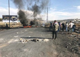 ?? (Seth J. Frantzman) ?? PALESTINIAN PROTESTERS block roads with burning tires and refuse in El-Bireh during protests yesterday.