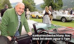 ??  ?? Konkurrenzbeobachtung: Roubinek bei einem Jaguar E- Type.