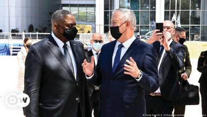 ??  ?? Austin (l) told Israel's Benny Gantz (r) that the US-Israeli alliance was 'ironclad'