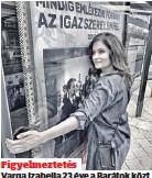 ??  ?? Figyelmeztetés Varga Izabella 23 éve a Barátok közt főszereplője, Balogh Nórát alakítja, egy plakátot ölelve hívta fel a figyelmet, a héten véget ér a sorozat