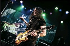 ?? Photo contributed ?? Phil X is a Canadian and will be playing with Bon Jovi.